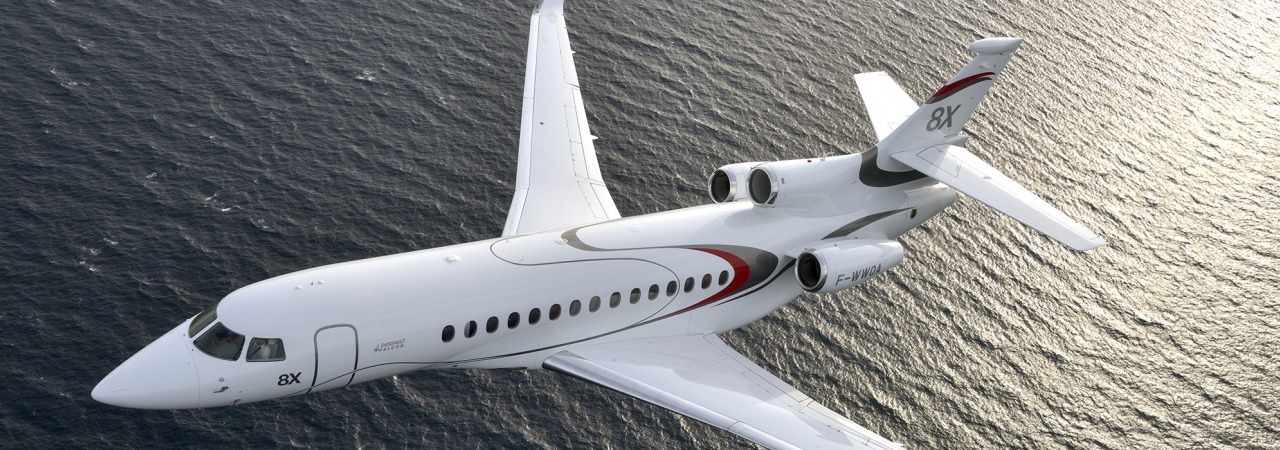 Dassault  Falcon 8X in flight