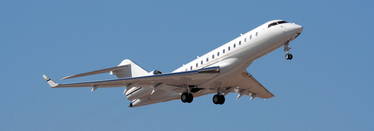 Bombardier global express in flight